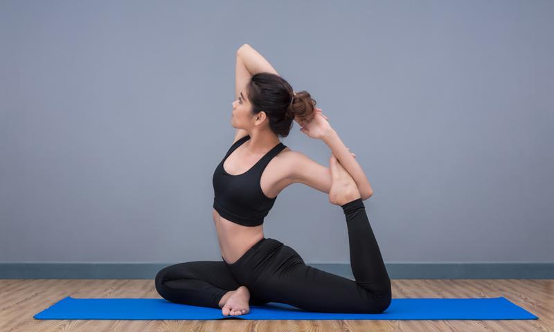 postures de yoga pour expertes