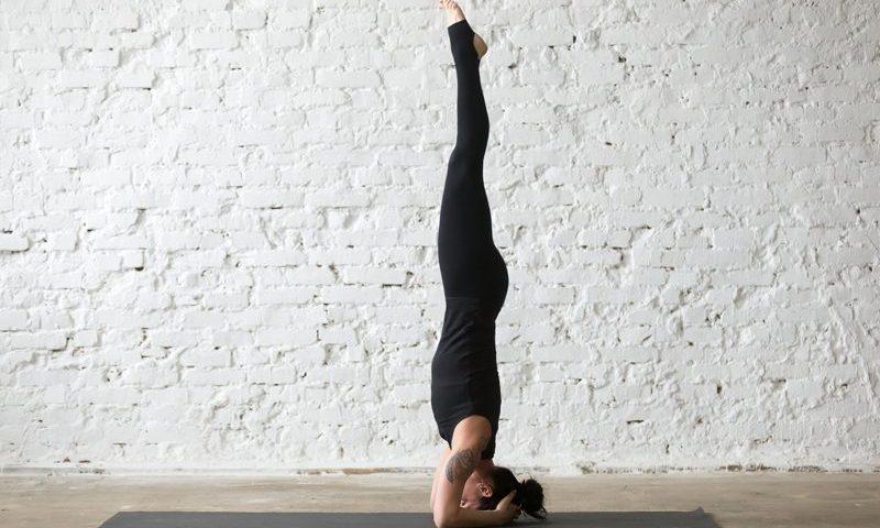 Yoga pose tête