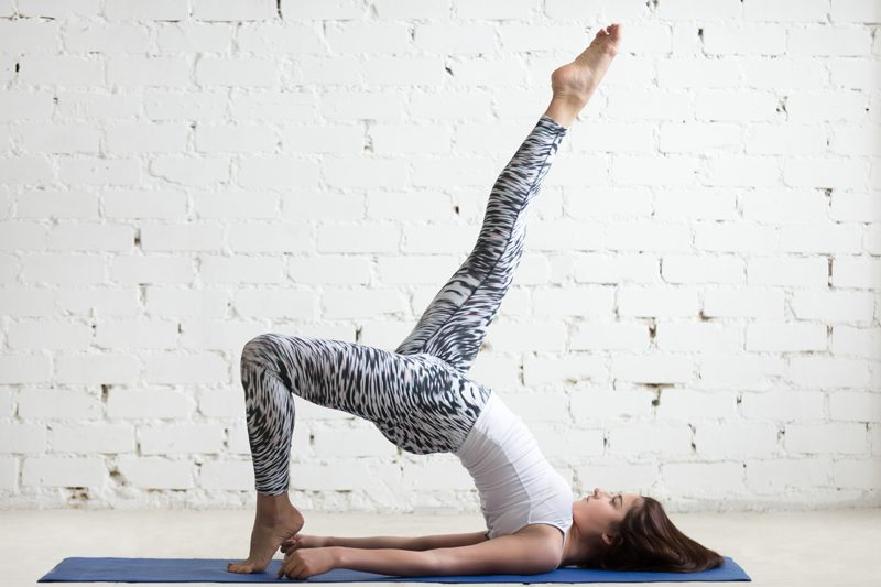 yoga poses soulager jambes lourdes