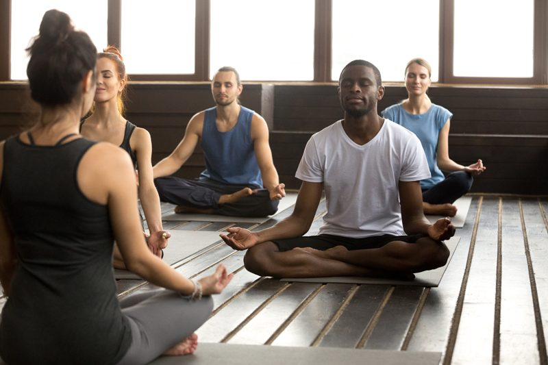 Comment devenir professeur de yoga